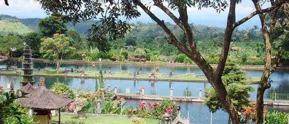 tirtagangga water palace in east bali