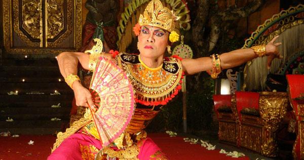 Balinese Dance Performance at Taman Saraswati Temple