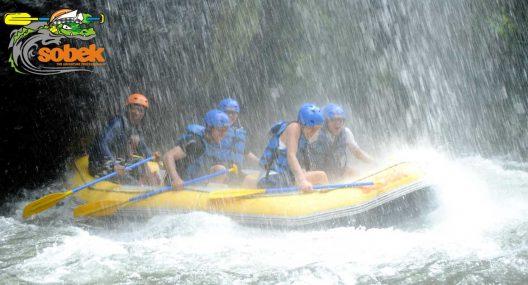 5 Reasons Travelers Love Telaga Waja Rafting