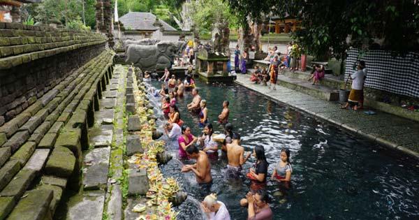 Tirta Empul Temple Tampak Siring